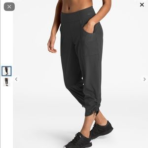 The North Face Women's Let's Go Mid-Rise Crop Pant